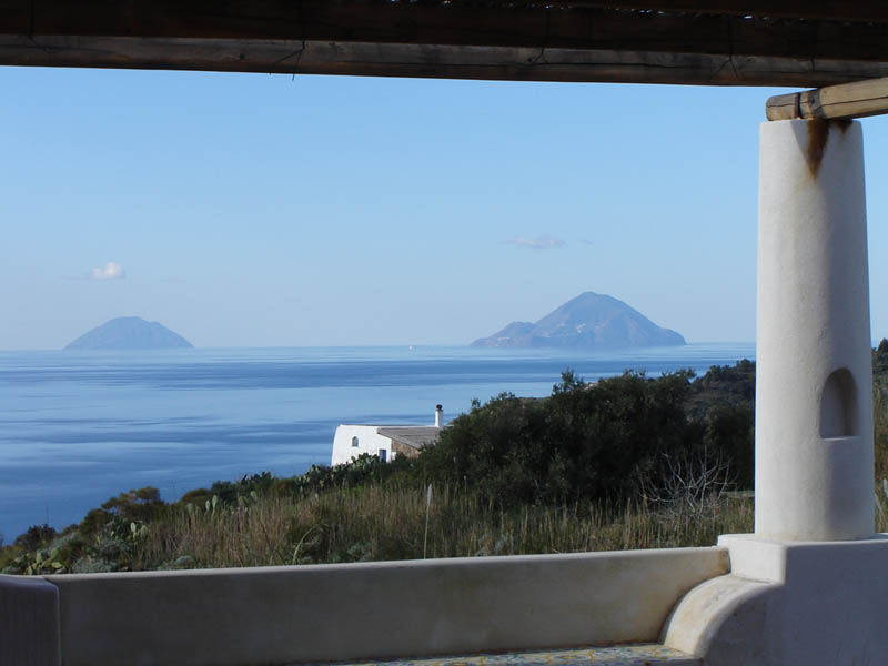 Vista sul mare  con Alicudi e Filicudi